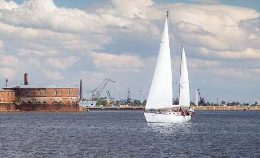 Кронштадт – уникальная территория Санкт-Петербурга с красивой природой и знаменательной историей