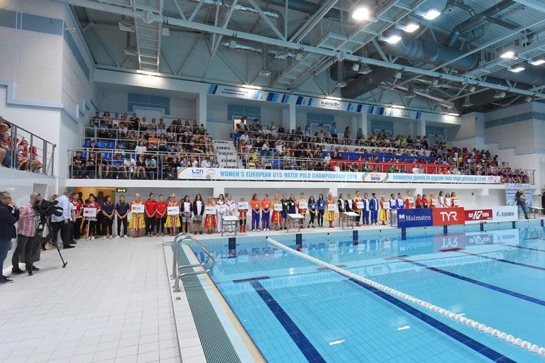Стартовало первенство Европы по водному поло среди девушек.