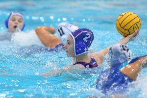 Первенство Европы по водному поло среди девушек (U15) продолжается.
