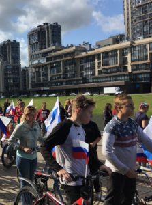 Санкт-Петербург отметил День флага России патриотично и креативно,