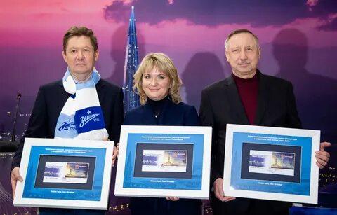 Современные символы города — «Лахта Центр» и «Газпром Арена» на марках 