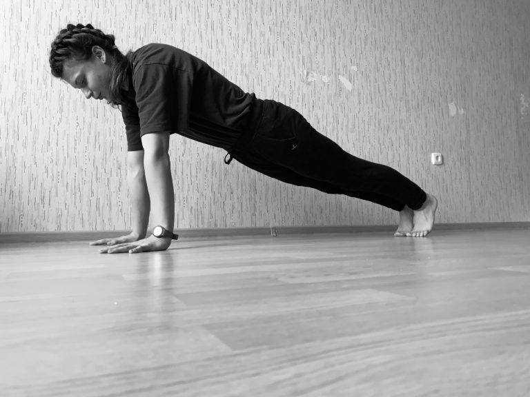 Видео: Спорт- это движение, но как сохранить его на самоизоляции?