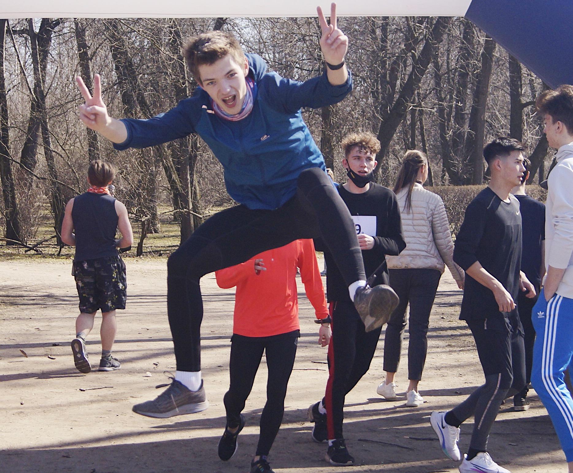 17 апреля легкоатлеты колледжа физической культуры и спорта, экономики и технологий СПбГУ ПОБЕДНО открыли летний легкоатлетический сезон!